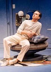 【广州】英国国家剧院现场高清影像呈现 安德鲁·斯科特主演戏剧《乐在当下》